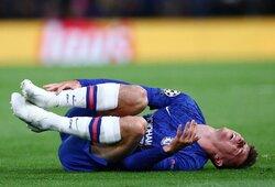 """Pamatykite: """"Chelsea"""" sirgaliai niršta –M.Mountą vos po penkiolikos minučių žaidimo sutraumavo F.Coquelinas"""