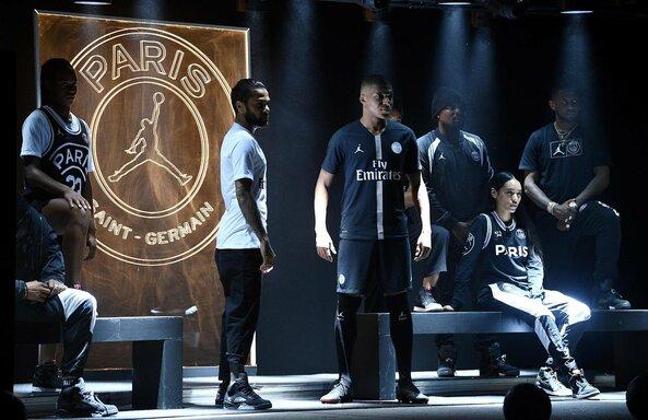 Naujų PSG marškinėlių pristatymas