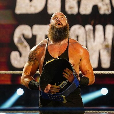 10. Braunas Strowmanas – 1,9 mln. JAV dolerių. B.Strowmanas, kurio tikrasis vardas Adamas Scherras, viena ryškiausių naujosios WWE kartos žvaigždžių. Praėjusią vasarą jis pasirašė naują kontraktą, kuris jam garantavo 1,2 mln. JAV dolerių per metus.