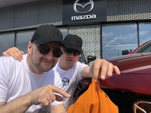 """Mazda Red Dot Team"" komanda ralyje derins grožį su sportu"
