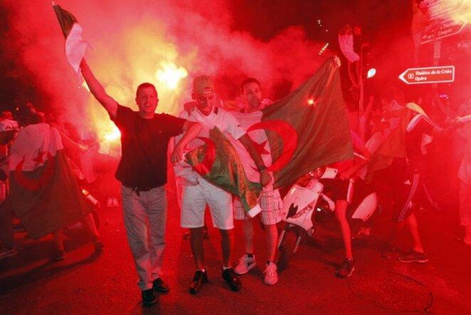 Triumfuojantys Alžyro rinktinės gerbėjai   AP/Scanpix nuotr.