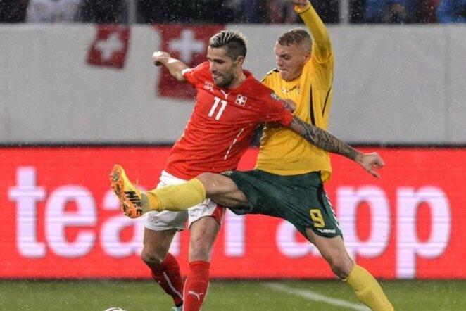 Valonas Behrami (kair.) žais Anglijoje | AFP/Scanpix nuotr.