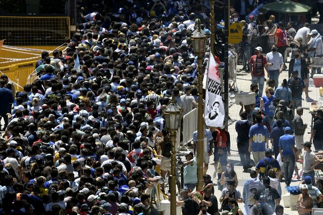 Tūkstančiai žmonių nori atsisveikinti su Diego Maradona | Scanpix nuotr.