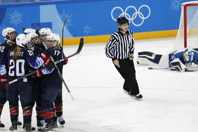 JAV - Suomijos moterų ledo ritulio rinktinių susitikimo akimirka   Scanpix nuotr.