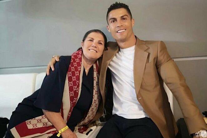 Cristiano Ronaldo ir mama   Organizatorių nuotr.