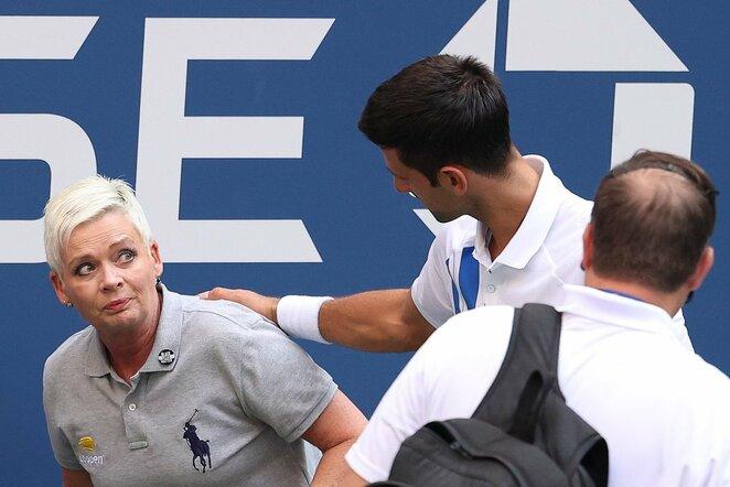 Sužeista teisėja ir Novakas Djokovičius   Scanpix nuotr.