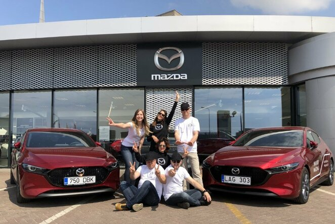 """""""Mazda Red Dot Team"""" komanda ralyje derins grožį su sportu   Organizatorių nuotr."""