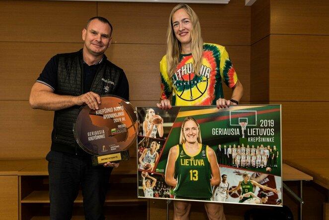 Gintarei Petronytei įteiktas prizas už geriausios 2019 metų krepšininkės titulą | Lino Žemgulio nuotr.