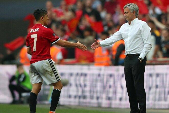 Jose Mourinho ir Alexis Sanchezas | Scanpix nuotr.