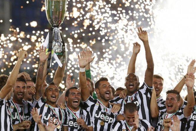 Triumfuojantys Turino komandos futbolininkai   Reuters/Scanpix nuotr.