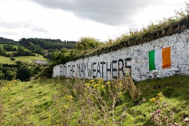 Airijos gatvių sienos išmargintos C.McGregoro atvaizdais | Organizatorių nuotr.