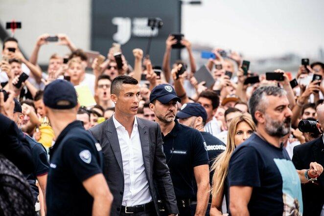 """Cristiano Ronaldo susitiko su """"Juventus"""" sirgaliais   Scanpix nuotr."""