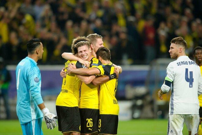 Dortmundo komandos futbolininkai (centre)   Scanpix nuotr.