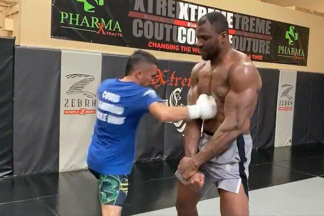 Bradenas Pagaoa ir Francis Ngannou | Youtube.com nuotr.