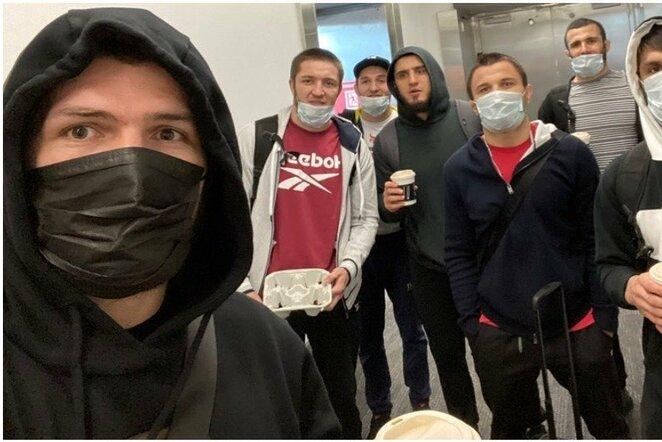 Chabibas Nurmagomedovas su komanda | Instagram.com nuotr