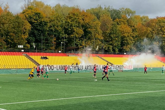 """""""Dzūkų tankų"""" akcija prieš LFF futbolas.lt nuotr."""