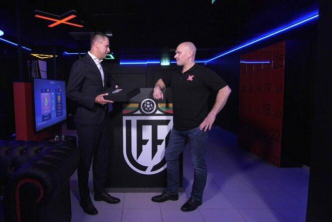"""Lietuvos futbolo federacija pasirašė sutartį su naujai duris atveriančia """"CyberX Arena""""   Organizatorių nuotr."""