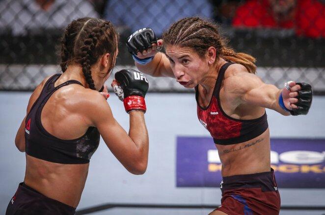 Joannos Jedrzejczyk ir Tecia Torres kovos akimirka   Scanpix nuotr.