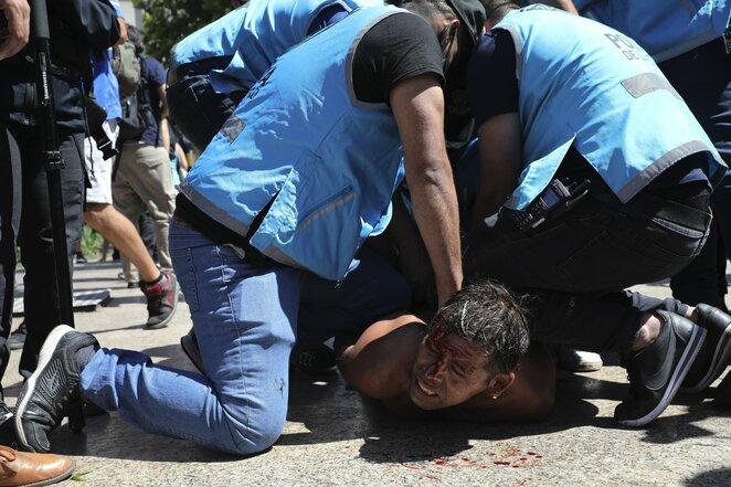Policija susirėmė su D.Maradonos gerbėjais | Scanpix nuotr.
